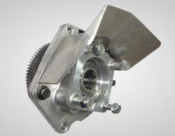 Przystawka odbioru mocy do kompresora śrubowego, łopatkowego Hori Przystawki odbioru mocy do kompresorów śrubowych muszą się charakteryzować dużą mocą oraz wytrzymałością. Firma Bezares stworzyła linię specjalnych przystawek odbioru mocy dedykowanych pod kompresory. PTO Bezares można z powodzeniem stosować w dużych i małych układach konfiguracyjnych.  Przystawka odbioru mocy do kompresora jest zwarta zajmuje mało miejsca a przede wszystkim spełnia doskonale swoje funkcje jako specjalistyczne urządzenie do przenoszenia napędu. Przystawki odbioru mocy można używać w zestawieniach z kompresorami Betico, Blackmer, Alfons Haar, Drum, HORI, i innymi występującymi na rynku.